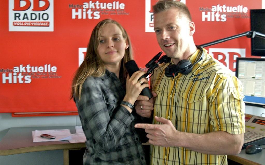 Judith Holofernes von WIR SIND HELDEN bei Jens im Studio