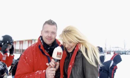 """Schneeballschlacht der BB RADIO Morgenmacher gegen die Kinder der Kita  """"Krämer Kids"""" aus Oberkrämer."""