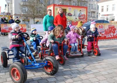 Chaot Benni in Neuruppin auf dem Schulplatz